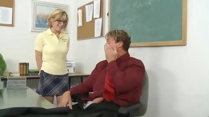 Schoolgirl widens her legs for her first age-old dick