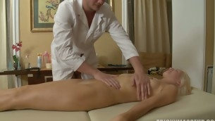 Flaxen is shocked when their way massage therpist taps their way pussy