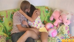 Teen uses a vib on her clit while pounded