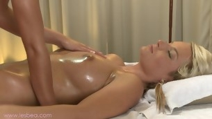 Explicit massage with alluring lesbians Jessie and Lola