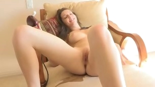 Looker spreads legs wide and starts playing anent vibrator