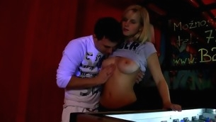 Horny golden-haired cums from be transferred to non-stop going to bed action connected with be transferred to bar