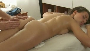 Charming masseur is plowing alluring hottie's cunt wildly
